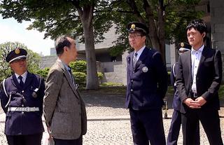 裁判所前の男03.jpg